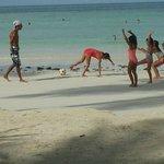 Jimmy joue sur la plage