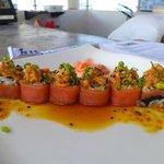 TUNA ROLL ... Rollo sushi de Atun Fresco.