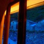 Vista al anochecer, desde la cama se ven las ruinas de Pinkuylluna