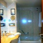 Il bagno è piccolo,ma dispone di quello che hai bisogno per il soggiorno .