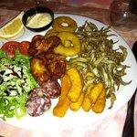 mix fritures éperlans, beignets seiches, calamars, ribs poulets
