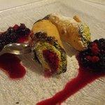 Dolce: cannoli con crema di pistacchi