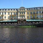 Stadthotel across the water