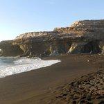 AJUY au sud ouest plage de sable noir