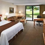 King Suite Golf Guestroom