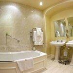 bathroom, room 4