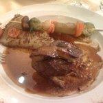 Tournedos Rosini avec éclats de truffe et petits légumes (entamé avant la photo... trop gourmand