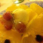 carpaccio di ananas con gelato