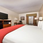 """KING ROOM WITH 37"""" LCD TV"""