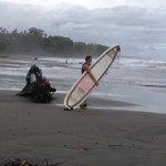 surf dalla spiaggia nera