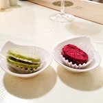 Raw coconut macaroons: matcha tea and blackcurrant