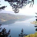 Вид на озеро с горы