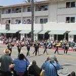 Frente do hotel - Dia de festa - Desfile