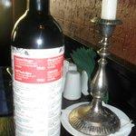 На бутылке хорошего красного вина - всё меню со сногсшибательными ценами!
