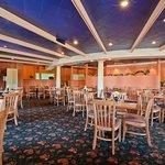 Pacinos Food & Spirits Dining Room