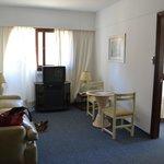 Sala com porta para o quarto