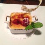 Creme Brûlée with raspberry
