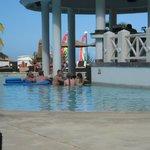 swim up bar-- pool not heated