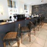 The hotel bar & café
