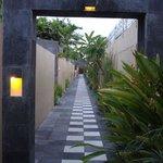 Path towards the villas