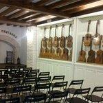 Sala Espectáculo flamenco con exposición de guitarras