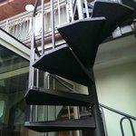 scala di accesso (esterna) alle due camere separate