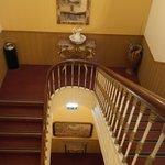 Лестница крутая вниз