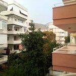 вид из второго номера на наш бывший балкон