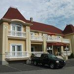 Hôtel Château Fraser, un grand stationnement gratuit