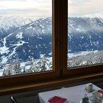 Blick aus dem Frühstücksraum ins Tal.