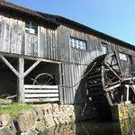 Ancienne scierie avec son moulin à eau