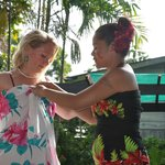 Look how easy to wear to fix a sarong - the way to true elegance