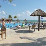 piscine pres de la plage et resto-bar