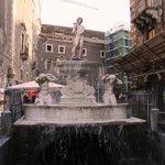 piazza Duomo - fontana del fiume Amenano