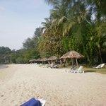 spiaggia lato piscina