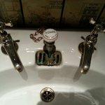 Jolis robinets des toilettes
