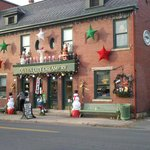 Queen City Creamery Dressed for Holidays