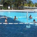 Voleibol en la Piscina de Entretenimiento