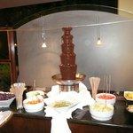An einem Abend gab es zusätzlich zum Dessertbuffet einen Scholoadenbrunnen!