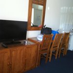 TV and table/chairs