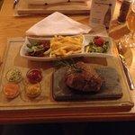 Diner! Heerlijke entrecote van de 'hotstone'!
