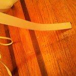 Unghia tagliata di ospiti precedenti e mai rimossa. La pulizia lascia a desiderare