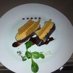 Foie gras confit au vin de Bordeaux chips de pain d'épices