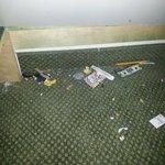 floor under bunkbeds
