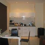 Наш номер, мини-кухня и обеденная зона
