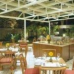 Salão de café , com jardins e pássaros! ( foto do site)