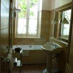 Chateau des Comtes de Challes - Bathroom