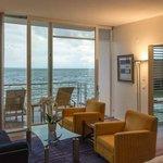 Hotelkamer met uitzicht op het meer