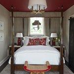 Queen Guest House Suite