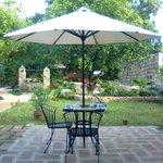 El jardín y lugar para desayunar